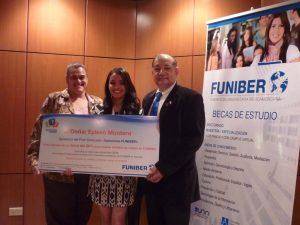 FUNIBER entrega o primeiro prêmio do FUNICONCURSO Opiniões FUNIBER