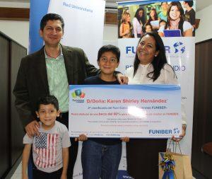 """FUNIBER entrega o prêmio do FUNICONCURSO """"Opiniões FUNIBER"""" à segunda classificada Costa Rica"""