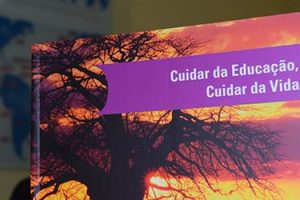 Participantes do II Encontro de Educação receberão um livro sobre a gestão da atenção na escola