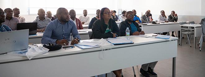 Alunos da Angola, bolsistas pela FUNIBER, visitam a UNEATLANTICO para participar de um seminário e defender o TFM
